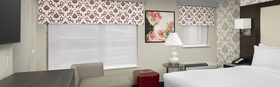 single accessible queen hotel suite in washington dc